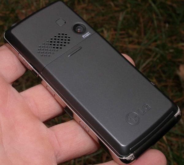 Обзор мобильного телефона LG KM380